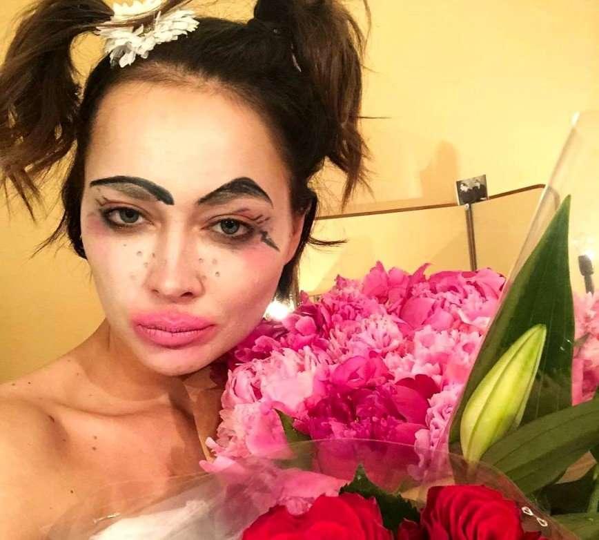 Тонкий юмор: Настасья Самбурская показала себя в подгузнике