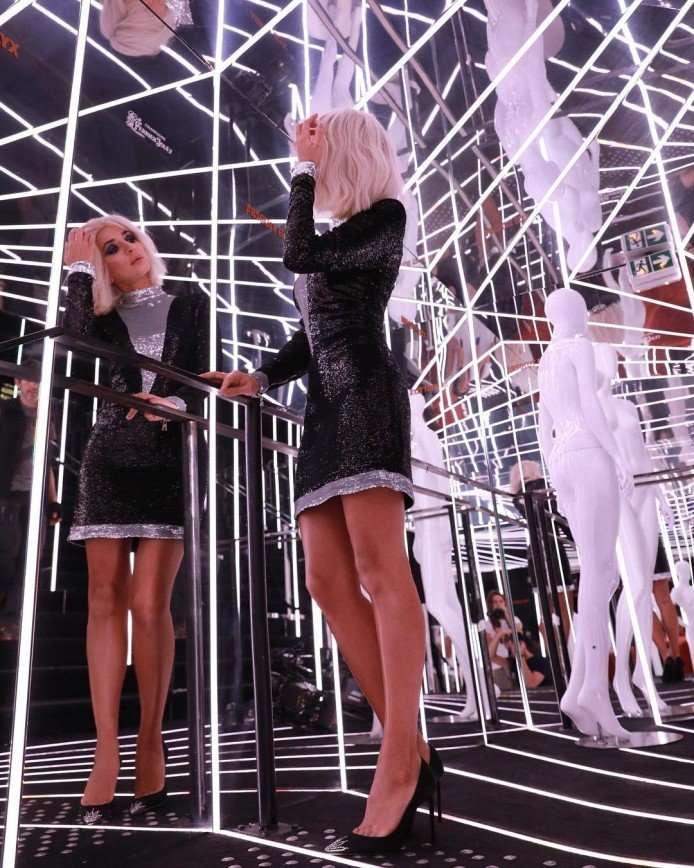 Не узнать: певица Зара примерила образ блондинки
