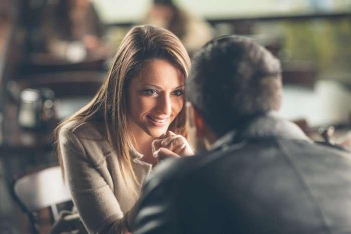 Классная и страстная: чем молодых мужчин привлекают зрелые женщины
