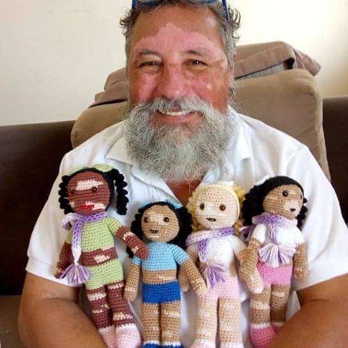 Они делают кукол с пятнышками и вяжут свитерки для пингвинов! Как дедушки и бабушки нашли себя на пенсии