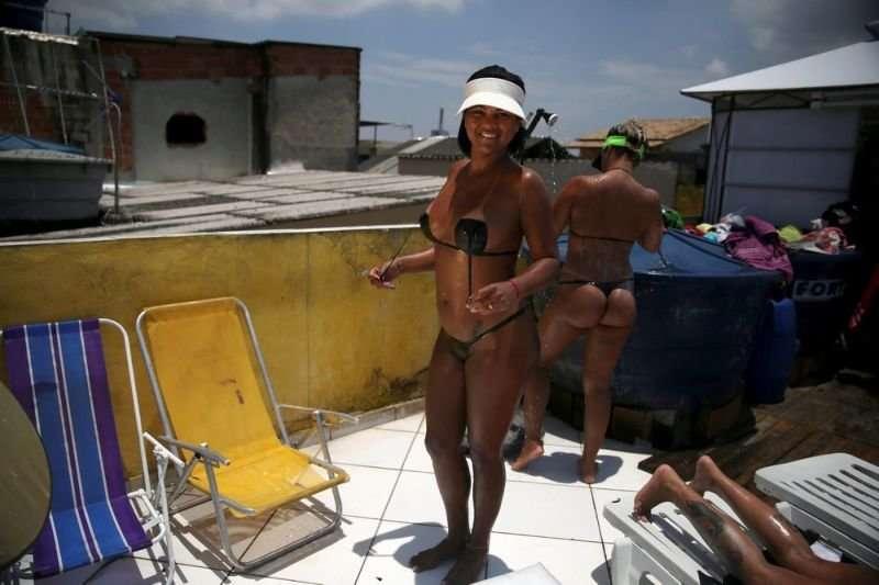 Бразильский тренд: бикини из изоленты
