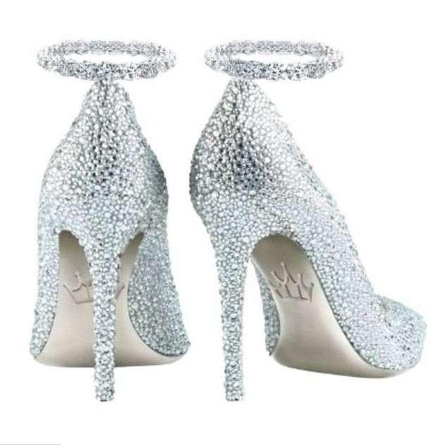 Туфли из платины и бриллиантов за 17 миллионов рублей продаются в Дубае
