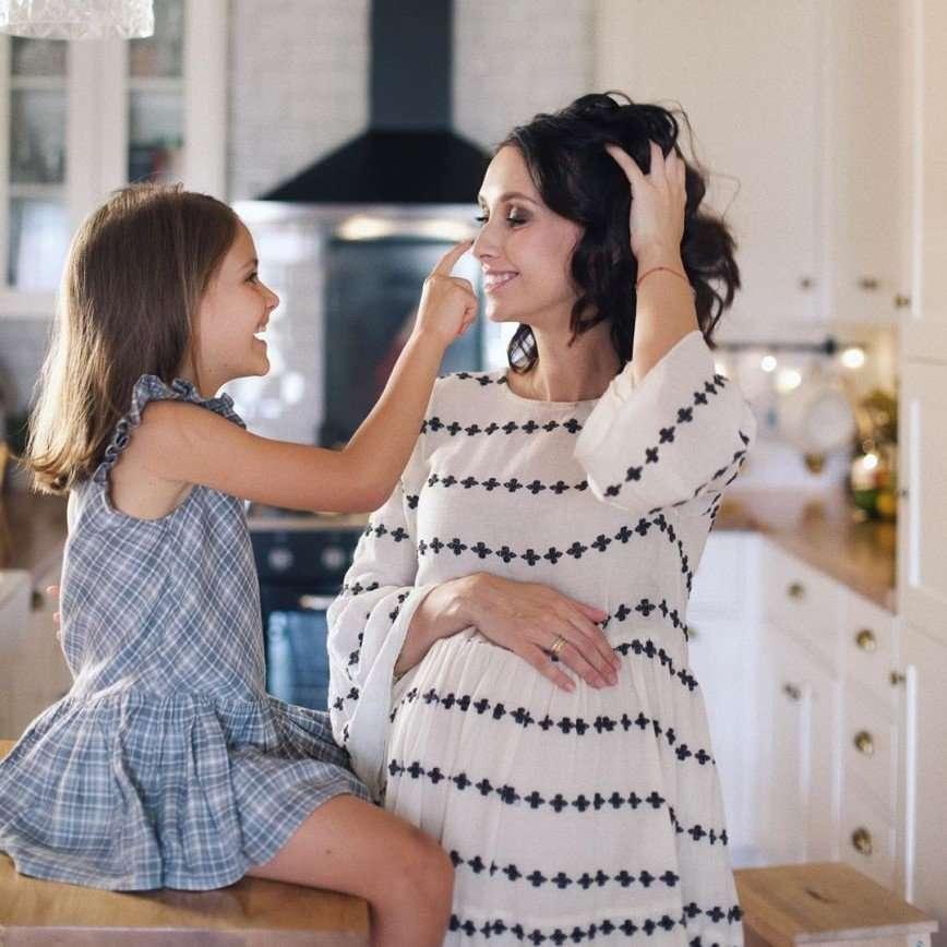 Я счастлива: Анастасия Цветаева стала мамой в третий раз
