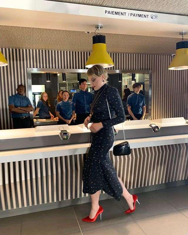 Рената Литвинова в роковом образе посетила показ мод в Макдональдсе