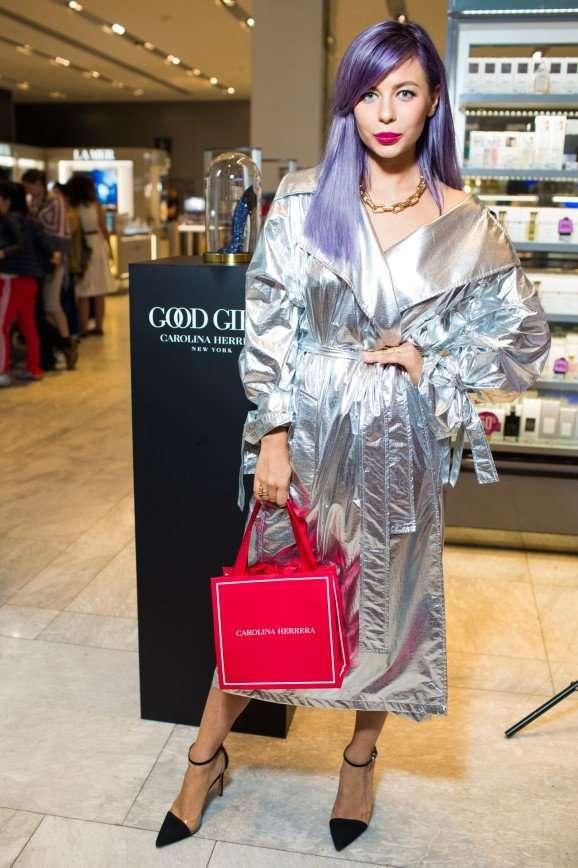 Блогер Наташа Давыдова в образе Золушки на балу представила аромат от Carolina Herrera
