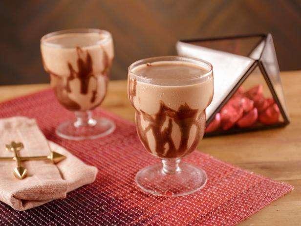 Рецепты для сладкоежек: 4 шоколадных десерта от Бобби Флея