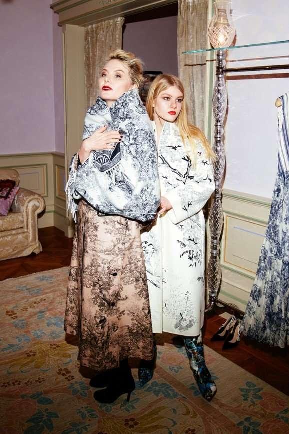 Рената Литвинова с дочерью побывала на рождественском коктейле Dior