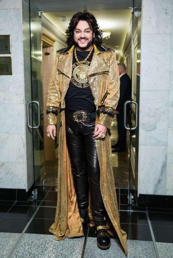Блеск и эпатаж: самые яркие наряды знаменитостей на показе Юдашкина
