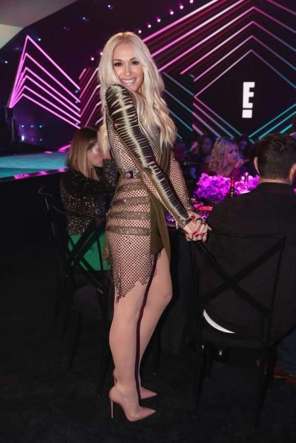 49-летняя Гвен Стефани подчеркнула девичью фигуру полупрозрачным платьем