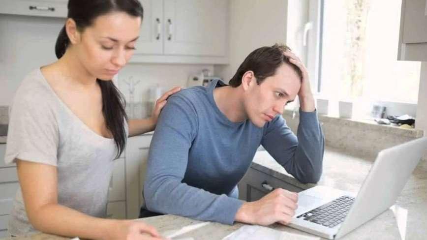 Кормилец в простое: как поддержать мужа, если он потерял работу